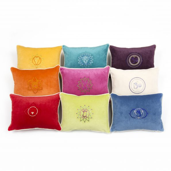 Chakra Kissen aus Samt in strahlenden Chakrafarben