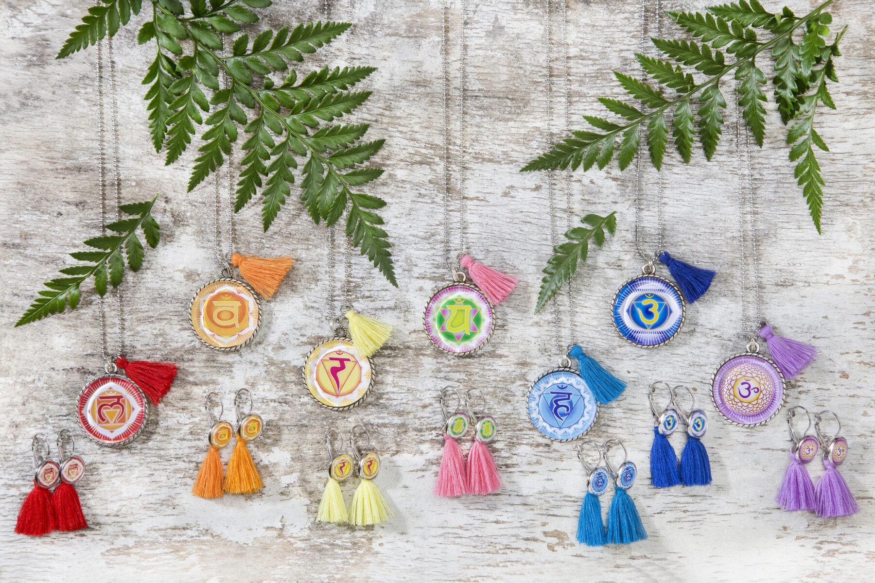 Chakra Ketten und Chakra Ohrringe sieben Chakra Symbole